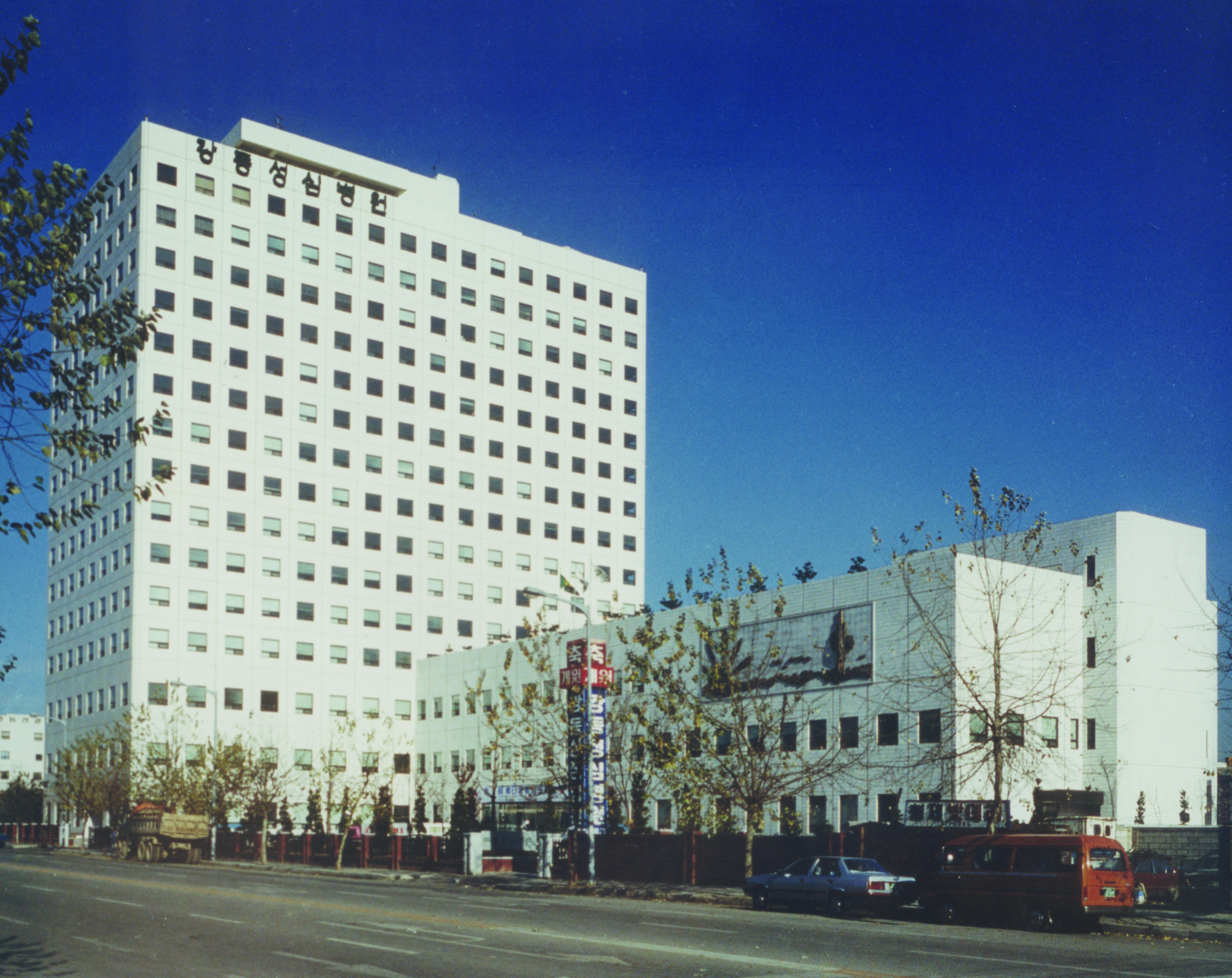 19861022 22-8_강동성심병원(초창기건물).jpg